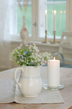 Simple decor makes a space more serene and inviting. Clean Crisp Country