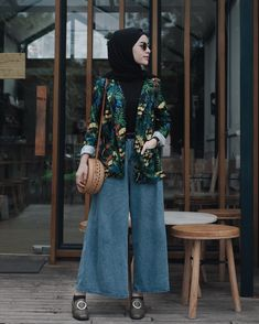 Hijab with trendy outfit idea bring eye-catching touch on your modern appearance. crazy girls are like this lovely apparel with your hijab wrapping styles. Modern Hijab Fashion, Street Hijab Fashion, Hijab Fashion Inspiration, Muslim Fashion, Modest Fashion, Fashion Outfits, Fashion Fashion, Fashion Days, Hijab Style