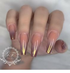 The advantage of the gel is that it allows you to enjoy your French manicure for a long time. There are four different ways to make a French manicure on gel nails. Glam Nails, Dope Nails, Fancy Nails, Best Acrylic Nails, Acrylic Nail Designs, Nail Art Designs, Nails Design, Gorgeous Nails, Fabulous Nails