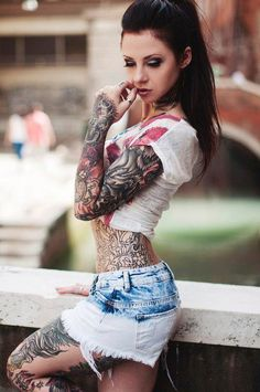 Photos of Hot girls with tattoos. Beautiful women with sexy tattoos. Girls with tattoos. Sexy women with tats. Beautiful women and tattoos. Hot Tattoos, Girl Tattoos, Tattoos For Women, Tattooed Women, Female Tattoos, Funny Tattoos, Badass Tattoos, Tatoos, Hot Girls