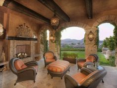 Tuscan Patio. I'm in love with this <3