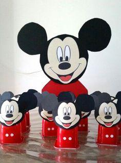 Hoera! Er is er één jarig! Oei, dat betekent ook weer trakteren... Ik zocht 10 makkelijke kindertraktaties voor je op die nog leuk zijn ook! Mickey Mouse Birthday Theme, Mickey Mouse Cake, Fun Easy Crafts, Cute Snacks, Twin Birthday, Birthday Treats, Mickey And Friends, Mouse Parties, Baby Shower