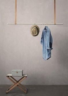 ferm LIVING - Garderobestang med læderstropper