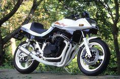 Suzuki  Bonjour à tous !!!  Aujourd'hui, Vintage moto parts et Pieces moto Suzuk' se sont ouvertes au monde ...  Où que vous soyez, nous traiterons votre commande .  http://www.pieces-moto-suzuk.com/ http://www.vintagemotoparts.fr/