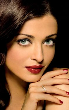 she is the most gorgeous woman ever! Former Miss World, now ambassador to the UN Mangalore, Actress Aishwarya Rai, Aishwarya Rai Bachchan, Bollywood Actress, World Most Beautiful Woman, Beautiful Eyes, Gorgeous Women, Miss World, Miss Mundo