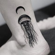 Cute Tattoos, Beautiful Tattoos, Black Tattoos, Body Art Tattoos, Jellyfish Tattoo, Jellyfish Quotes, Jellyfish Facts, Jellyfish Tank, Jellyfish Drawing