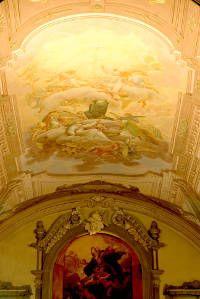 Na Idade Moderna, a pintura renascentista era feita no teto das igrejas.