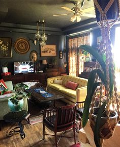 Thrift Score Thursday: June 2017 - The Gathered Home Eclectic Design, Eclectic Decor, Interior Design, Eclectic Bedrooms, Natural Furniture, Dark Interiors, Sweet Home, My New Room, Decoration
