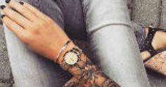 In de zomer zijn het vaak de mannen die rondlopen met armen vol tatoeages. Zeker wanneer die armen goed gespierd zijn, showen mannen hun inkt graag. Maar ook vrouwen kunnen er wat van. Sterker nog, deze sleeves zijn prachtig!  Wanneer we na lang nadenken besluiten een tatoeage Mandala Tattoo, Car Detailing, Tattoos, Tatuajes, Tattoo, Tattos, Tattoo Designs