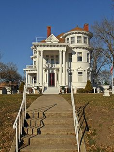 Fairmont, MN. 1899 Queen Anne/Classical Revival mansion. On National Register of Historic Places. Those columns!
