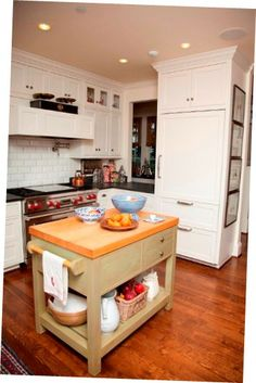 Nobody wishes to go bankrupt trying to reestablish their kitchen. Reading Affordable Kitchen Upgrades you will find some fantastic suggestions for bettering your kitchen without . Kitchen Benches, Wooden Kitchen, Rustic Kitchen, Maple Kitchen Cabinets, Kitchen Floor Plans, Kitchen Upgrades, Modern Kitchen Design, Beautiful Kitchens, Cheap Home Decor