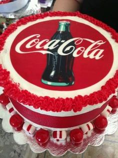 Coca-Cola cake witch chocolate covered strawberries instead of candy Chocolate Coca Cola Cake, Cocoa Cola, Coca Cola Party, Coca Cola Decor, Pretty Cakes, Beautiful Cakes, Amazing Cakes, Cupcakes, Cupcake Cakes
