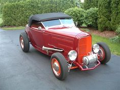 Bill Crumbling's '32 Roadster by Squeeg's Kustoms in Chandler AZ . Click to view more photos and mod info.