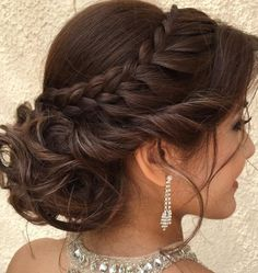 Sweet 15 Hairstyles, Quince Hairstyles, Up Hairstyles, Wedding Hairstyles, Pretty Quinceanera Dresses, Hair Styles For Quinceanera, Quince Decorations, Quinceanera Hairstyles, Quince Dresses