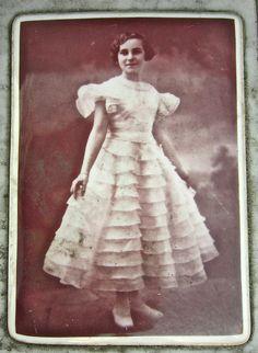 Suzanne Kraika Cimetière du Père Lachaise Remember Suzanne Kraika Jewish princess, Auschwitz martyre 26 novembre 1943 (she was 20)