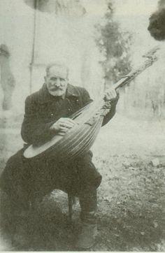 Мусій Овсієнко (Олексієнко) - торбаніст і бандурист з Ромен, вчитель Євгена Адамцевича