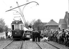 Begin jaren 60 een botsing tussen de tram en een driewieler op het kruispunt van de kareldoormanlaan en de zeeweg.