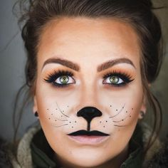maquillage-halloween-simple-maquillage-facile-femme Halloween Make-up-Make-up-simple-easy-Frau Cat Face Makeup, Black Cat Makeup, Simple Cat Makeup, Kids Makeup, Tiger Halloween, Cat Halloween Makeup, Halloween Make Up, Women Halloween, Maquillage Halloween Simple