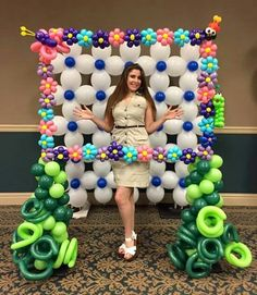 Make balloon wall colorful  behind it