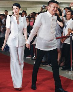 6 Times Heart Evangelista Wore A Terno And Slayed - Star Style PHheart Principal Sponsors Gown, Barong Tagalog For Women, Modern Filipiniana Gown, Filipiniana Wedding, Heart Evangelista Style, Philippines Outfit, Filipino Fashion, Plus Size Gowns, Elegant Outfit
