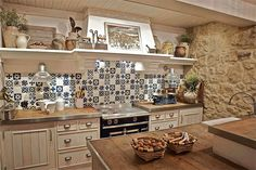 A beautiful and inspiring kitchen for your rustic house by URBANA 15 Stone Kitchen, Rustic Kitchen, Country Kitchen, Kitchen Dining, Beautiful Kitchens, Cool Kitchens, Cozy Furniture, Sweet Home, German Kitchen