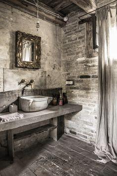 Bed & breakfast Locanda Rosa Rosae in Treviso, Italy by Paulina Arcklin Boho Bathroom, Bathroom Interior, Master Bathroom, Parisian Bathroom, Bathroom Accesories, Bathroom Canvas, Bathroom Sinks, Scandinavian Interior Design, Home Interior Design