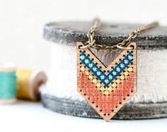 Kit de punto de Cruz DIY  brazalete de cuero por RedGateStitchery