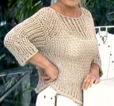 A apresentadora Ana Maria Braga aposta no artesanato quando escolhe o figurino do seu programa.  Olhe a blusa de tricô, manga três quarto, d...