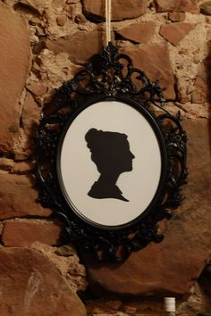 Use an ornate frame for silhouettes #wedding ideas