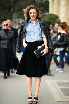 nie pomyślałam, a można by: czarna rozkloszowana spódnica + dżinsowa koszula