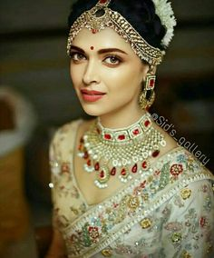 17 Cute Wedding Hairstyles Indian Deepika Padukone To Fuel Your Imagination, Indian Bridal Outfits, Indian Bridal Fashion, Indian Bridal Makeup, Indian Bridal Jewelry, Wedding Jewelry For Bride, Indian Bridal Wear, Bridal Jewellery, Belle Bridal, Bridal Style