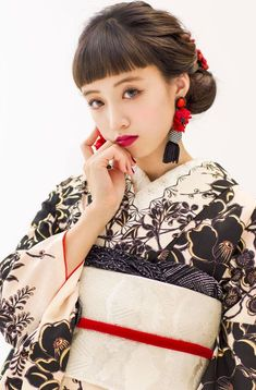 フォトギャラリー|成人式・卒業式の写真撮影・振袖レンタルならaim|東京・原宿 Yukata Kimono, Kimono Dress, Japanese Beauty, Asian Beauty, Hair Arrange, Oriental Fashion, Japanese Outfits, Traditional Dresses, Japanese Hairstyle Traditional