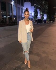 How to rock the casual chic look Classy Outfits, Stylish Outfits, Vintage Outfits, Casual Bar Outfits, Hijab Casual, Dinner Date Outfit Casual, Classy Going Out Outfits, Casual Wear, Dinner Party Outfits