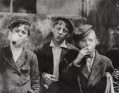 Labor Photos, Old Photos, Photos Of Boys, Rare Photos, Lewis Wickes Hine, Fotografia Social, Colorized Photos, Reportage Photo, American Children