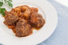 Acierto seguro! Perfecta para un domingo o un clásico para el día a día. Guiso de ternera con patatas. Receta de la abuela http://www.recetasderechupete.com/receta-de-abuela-guiso-de-ternera-con-patatas/1336/