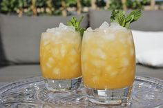 De Peach Mint Smash is een lekkere, frisse cocktail met perzik, limoen, munt en tequila. Heerlijk op een zomerse dag!