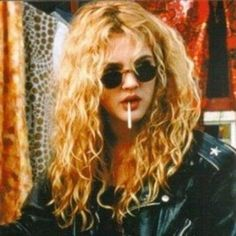 Style Icon: Drew Barrymore Drew Barrymore as a Style Icon!<br> Funny, cute and little bit grunge - it's no wonder Drew Barrymore is an ultimate style icon! Vintage Outfits, Vintage Fashion, Vintage Beauty, Looks Style, Looks Cool, Kate Moss, Drew Barrymore 90s, Drew Barrymore Style, 1990 Style