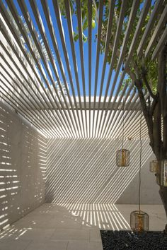 Gallery of The House Of Secret Gardens / Spasm Design – 4 Galerie de La Maison des Jardins Secrets / Spasm Design – 4 Design Exterior, Patio Design, Interior And Exterior, House Design, Courtyard Design, Modern Courtyard, Modern Pergola, Roof Design, Spa Design