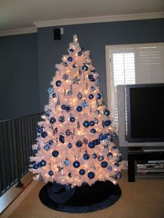 White christmas tree with blue decorations Source by White Christmas Trees, Winter Wonderland Christmas, Beautiful Christmas Trees, Blue Christmas, Christmas Holidays, Christmas Ideas, White Christmas Tree Decorations, Christmas Tree Crafts, Christmas Tree Design
