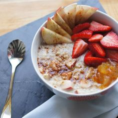 livelyaly:  Relaxing morning with cinnamon maple oatmeal, topped with an apple, strawbs and organic seville orange jam
