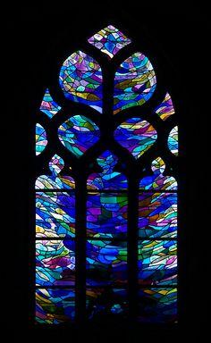 Les vitraux de la #Chapelle Notre Dame de la Bonne Nouvelle - #Locronan #myfinistere #Finistère #Bretagne #Brittany