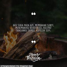 Berdialog bersama malam, menunggu dirimu yang tak kunjung pulang.  Kiriman dari @irvanrnld  #Berbagirasa  #yangterdalam #quote #poetry #poet #poem #puisi #sajak Dope Quotes, Art Quotes, Inspirational Quotes, Cheap Countries To Travel, Cinta Quotes, Caption Quotes, Quotes Indonesia, Love Quotes For Her, Muslim Quotes