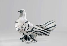 black and white using depth instead of color Pablo Picasso, Picasso Art, Diy Ceramic, Ceramic Birds, Cubist Sculpture, Sculptures, Picasso Images, Art Diy, Paris Art