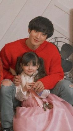 Chanyeol and our daughter😂💙 Baekhyun Chanyeol, Fanfic Exo, Exo Fanart, Rapper, Baby Park, Exo Lockscreen, Kim Minseok, Asian Babies, Dimples