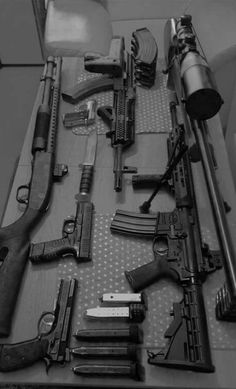Which Airsoft Games Can You Play with Electric Airsoft Guns ? Zombie Weapons, Ninja Weapons, Weapons Guns, Airsoft Guns, Guns And Ammo, Rifles, Armas Wallpaper, Weapon Concept Art, Military Guns