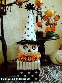Cute Halloween decoration with DIY instructions. Instructions include the rosette collar and crepe paper ruffle. Diy Halloween Treats, Halloween Doll, Halloween Projects, Holidays Halloween, Spooky Halloween, Vintage Halloween, Halloween Pumpkins, Happy Halloween, Halloween Decorations