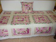 Ágytakaró párnával