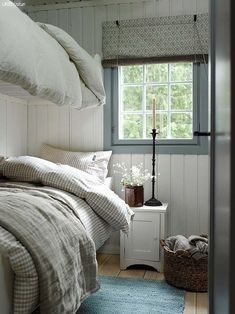 Scandinavian Cottage, Swedish Cottage, Scandi Home, Scandinavian Style, Design Seeds, Country Style Furniture, Beach House Bedroom, Small Master Bedroom, Cottage Interiors