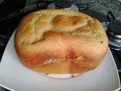 Este pão foi o mais macio que já fiz na panificarora. Inspirada em umas receitas da Gilda, do cozinhandodemgluten sempre faço meus pães...