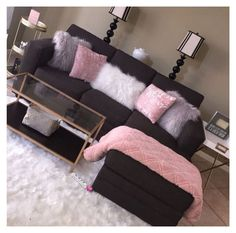 College Living Rooms, Apartment Living, Apartment Ideas, Apartment Couch, 1st Apartment, Cheap Apartment, Black Couches, First Apartment Decorating, Apartments Decorating